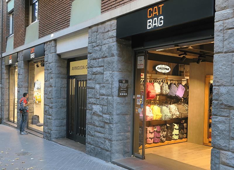 TIenda de bolsos, mochilas y maletas en avenida Gaudi 31
